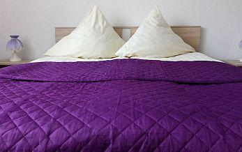 pokój-z-dużym-łóżkiem