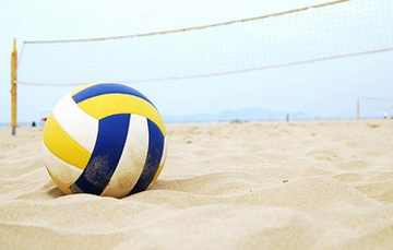plaża-pustkowo-siatkówka-na-plaży