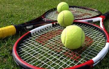 pustkowo-rakiety-do-tenisa-na-korcie
